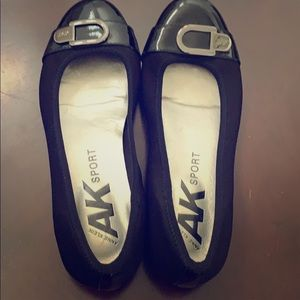 Beautiful, NWOT Anne Klein flats!